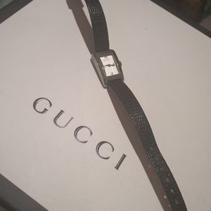 Vintage GUCCI leather watch 8600L silver and black